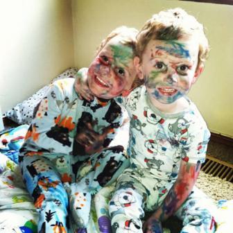صور مضحكة و جميلة لأطفال مشاغبين