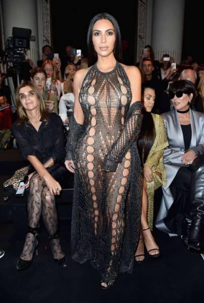 صور مشاهير بفساتين شفافه