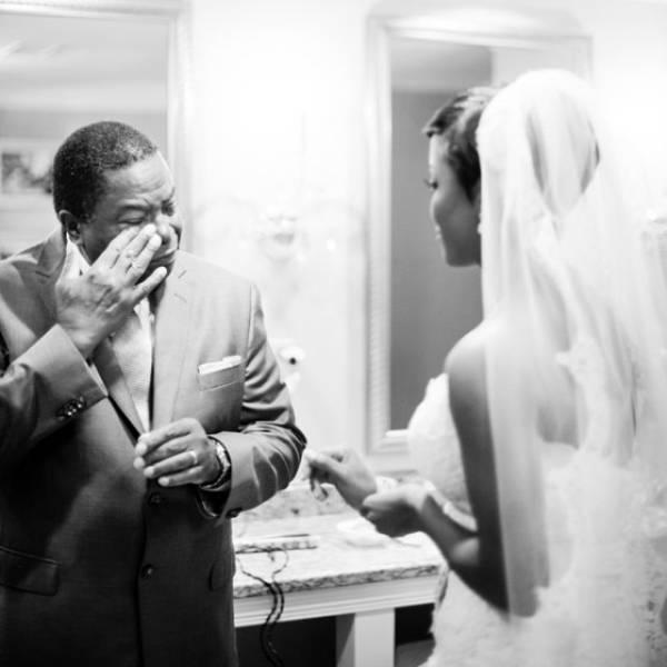 صور فرحة الأباء بزواج بناتهم