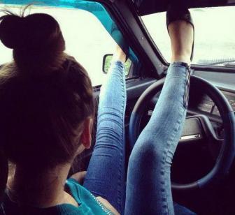صور كوارث البنات خلف مقود السيارة