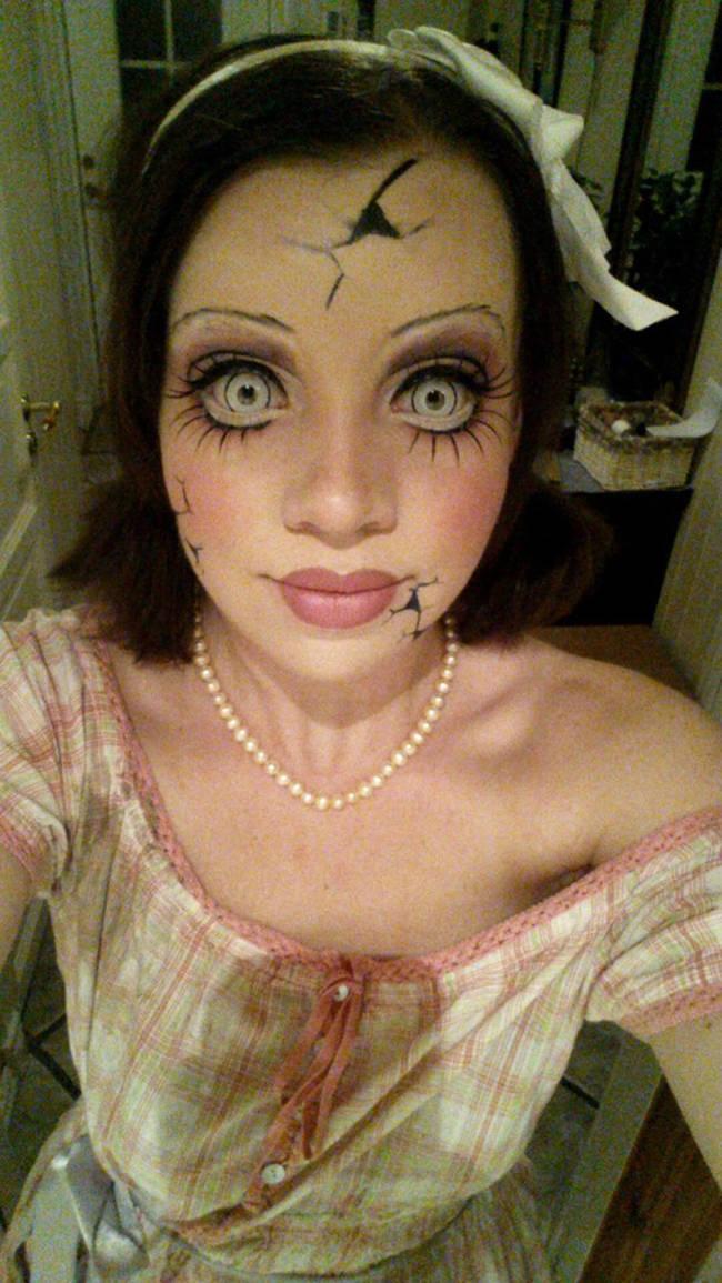 صور بنات جميلات بمكياج مرعب