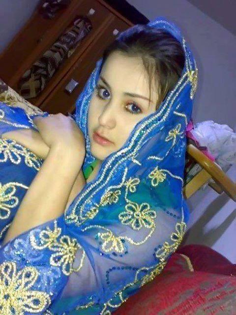 Turkse en Marokkaanse meisjes verwennen lekkere pikken met