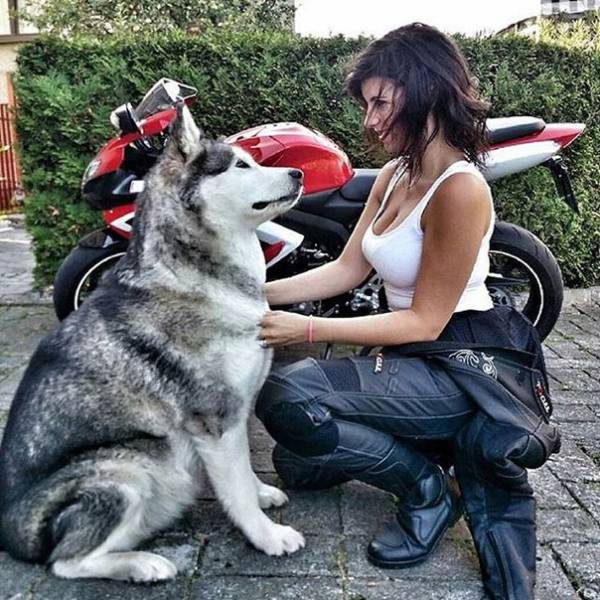 صور بنات جميلات مع دراجات نارية